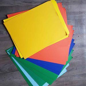 lot de feuilles de papier cartonné