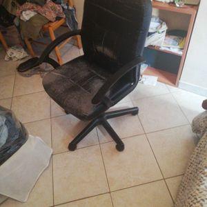 Chaise de bureau à roulettes