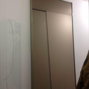 Porte coulissant miroir