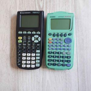 2 Calculatrices ( TI-82 / Casio graph 25+ )