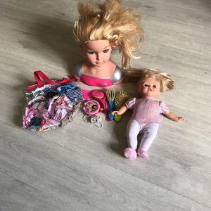 Poupée + accessoires + tête à coiffer