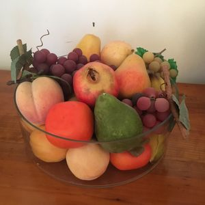 Coupe décorative de faux fruits