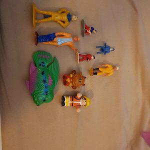 Lot de petites figurines en plastique