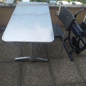 Table avec 5 chaises noir
