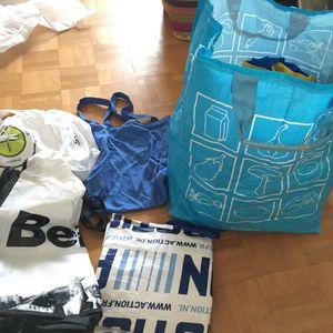 Sacs de courses et quelques sacs en tissu