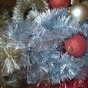 Lot de guirlandes et de boules de Noël