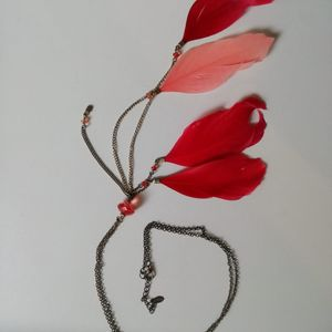 Collier plumes rouges