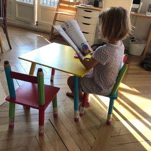 Table enfant décoration crayons