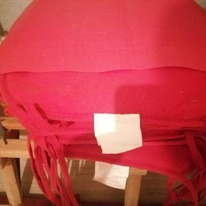 Coussin chaises et deux set de table rouge