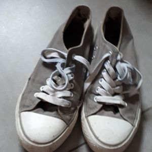 Chaussure type converse grise taille 39