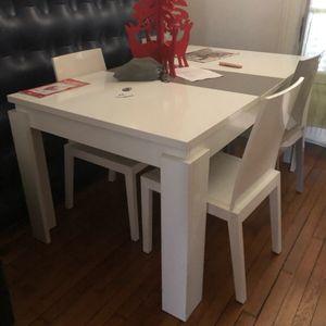 Table et 4 chaises à donner