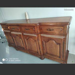 meuble ancien avec beaucoup de place