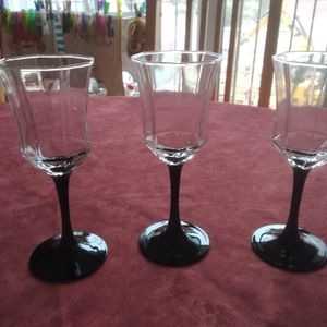 Lot de 3 verres à vin