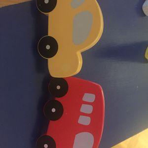 Deux poignées de meuble pour enfant