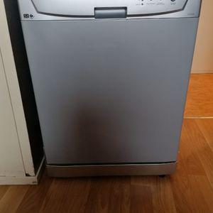 Donne lave vaisselle pour pièces