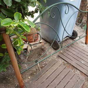 Tete de lit pour deco de jardin