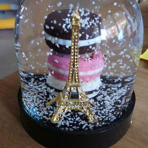 Boule de neige Paris neuve