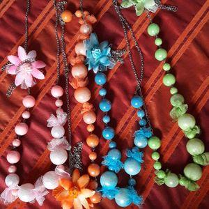 Lot de colliers fantaisie