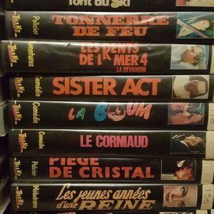 Donne un gros lot de cassettes VHS