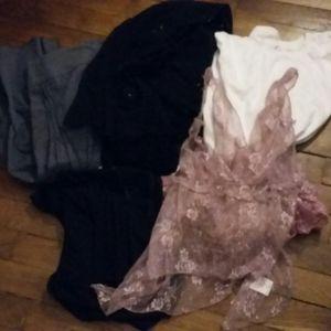 Lot de vêtements taille 42 : jupes, tshirt, top, ensemble...