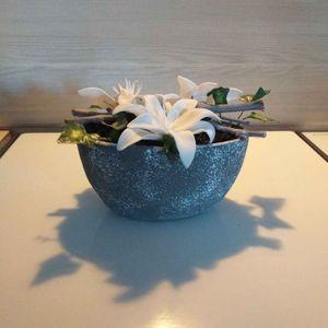 Vase avec fleurs artificielles