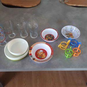 Lot vaisselle pour enfant et verre plus ou moins bon
