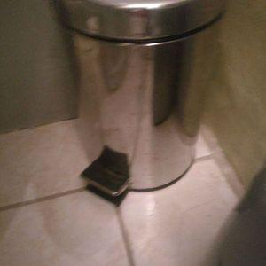 Poubelle sdb ou toilettes