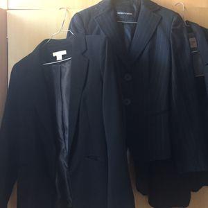 3 vestes tailleur (Armani, Bershka, H&M)