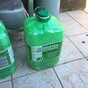 Donne bidon de pétrole 20 litres vide