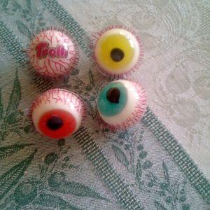4 bonbons yeux Trolli