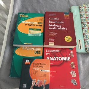 Divers livres d'anatomie, biochimie...