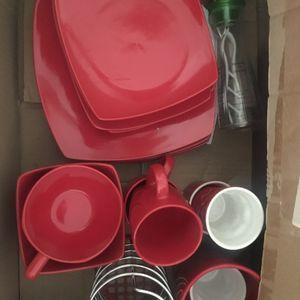 Lot de vaisselle rouge