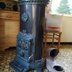 Fourneau bois charbon de marque Godin.