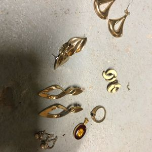 Lot de bijoux dorés