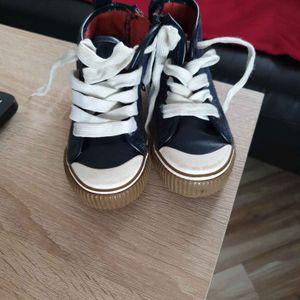 chaussure fille en 26 pour dire neuve mise 3 fois