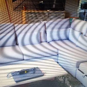 Canapé d'angle 1m50de long par 1m de large x2 assises .