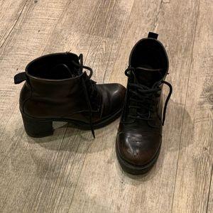 Bottines à lacets noires patine marron taille 36