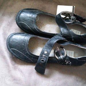 chaussures noires neuves 38