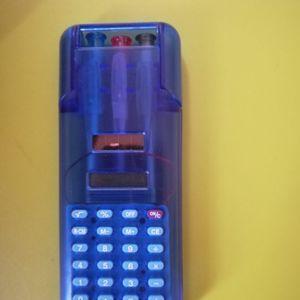 Calculatrice avec stylos