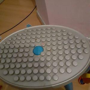 Petite table pour bloc avec son tabouret