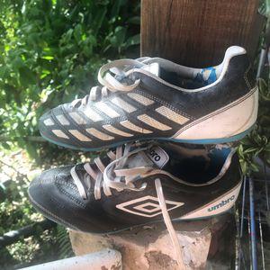 Chaussures moulées t39 umbro