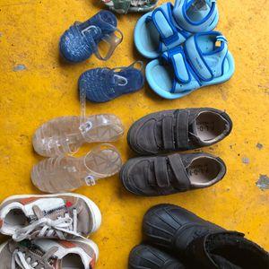 Lot de chaussures enfants