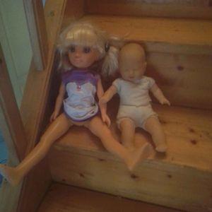 2 poupées