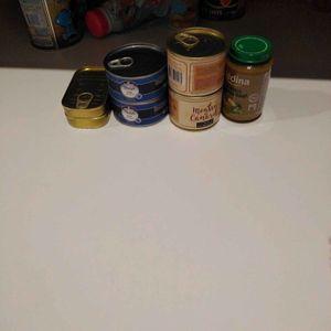Boîtes de maquereaux, thon, mousse de canard et pot pour bébé