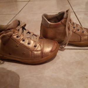Chaussure venant de la marchande de trun