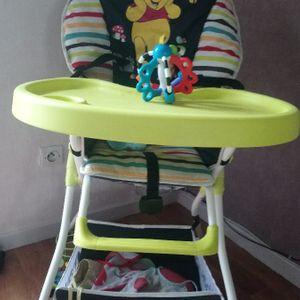 Chaise haute en bon état