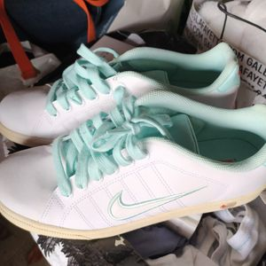 Baskets Nike t42