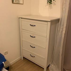 Commode Ikea avec petit défaut