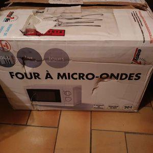 Urgent!!! Donne four à micro ondes