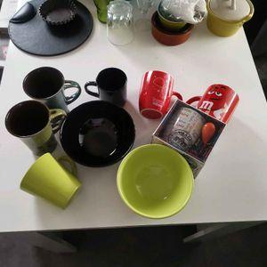 Lots de tasses et  bols